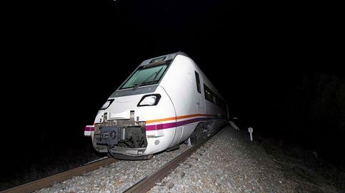 Trasladan en autobús a los pasajeros de un tren Zafra-Madrid averiado en Talavera