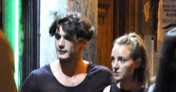 Las chicas del cable serie el paseo de yon gonz lez y ngela cremonte por madrid - Jordi evole con quien esta casado ...