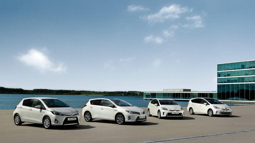 Foto: Completa gama de turismos híbridos de Toyota desde el Yaris hasta el Prius.