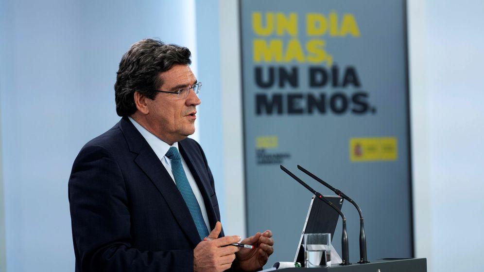 Foto: El ministro de Inclusión, Seguridad Social y Migraciones, José Luis Escrivá, durante una rueda de prensa en Moncloa. (EFE)