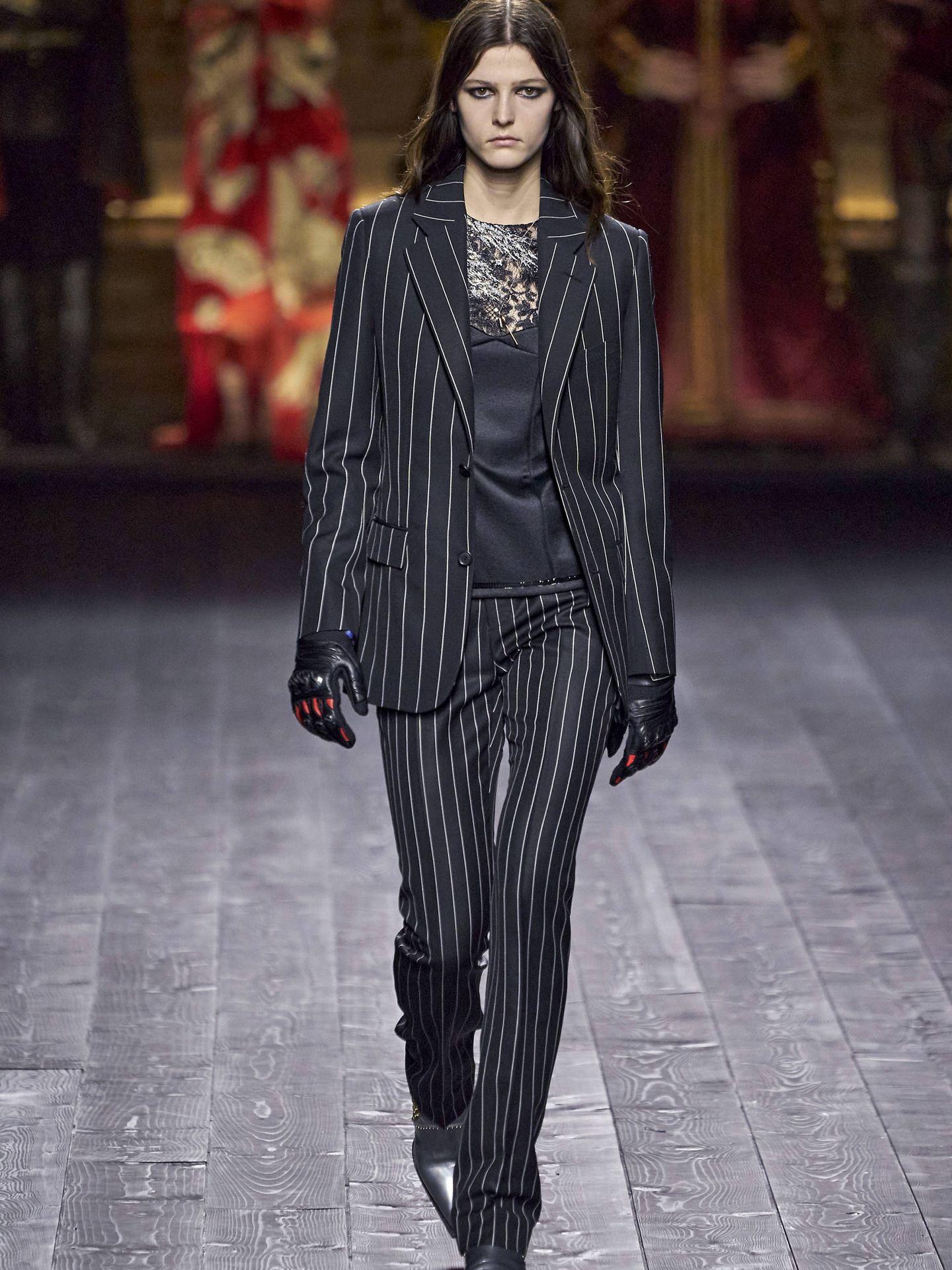 Una modelo en el desfile de Louis Vuitton. (Imaxtree)