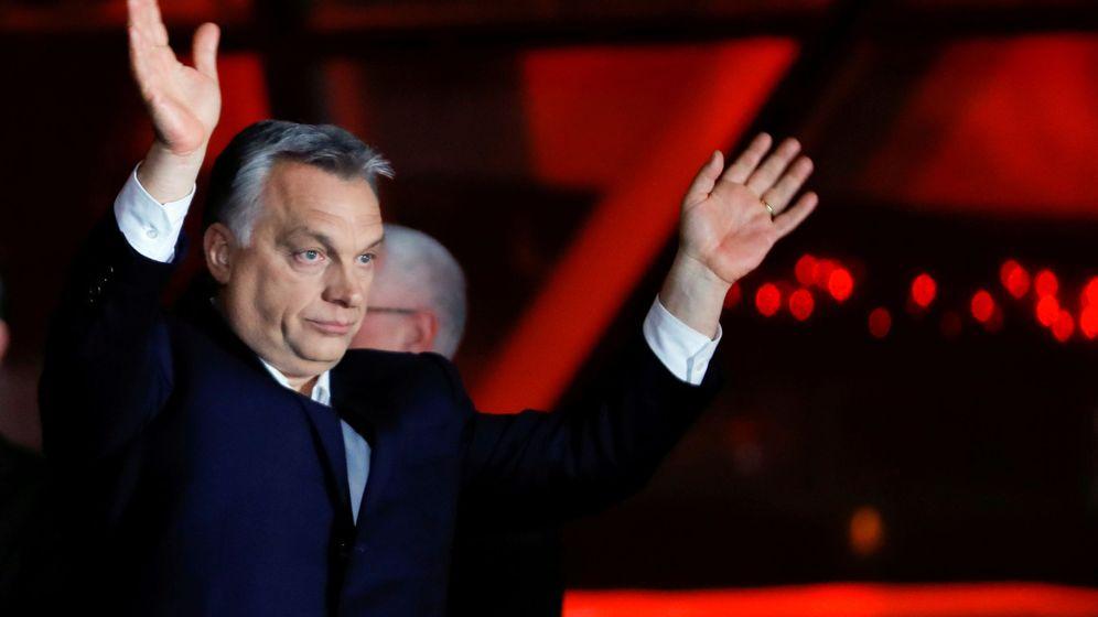 Foto: El primer ministro húngaro Víktor Orbán se dirige a sus seguidores tras la victoria en Budapest. (Reuters)