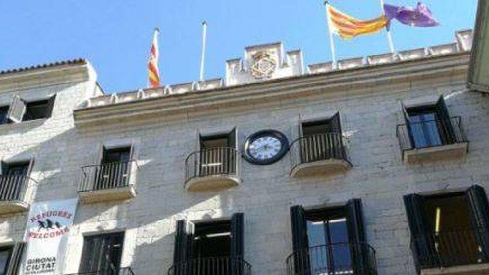 Foto: Retirada de bandera del Ayuntamiento de Gerona