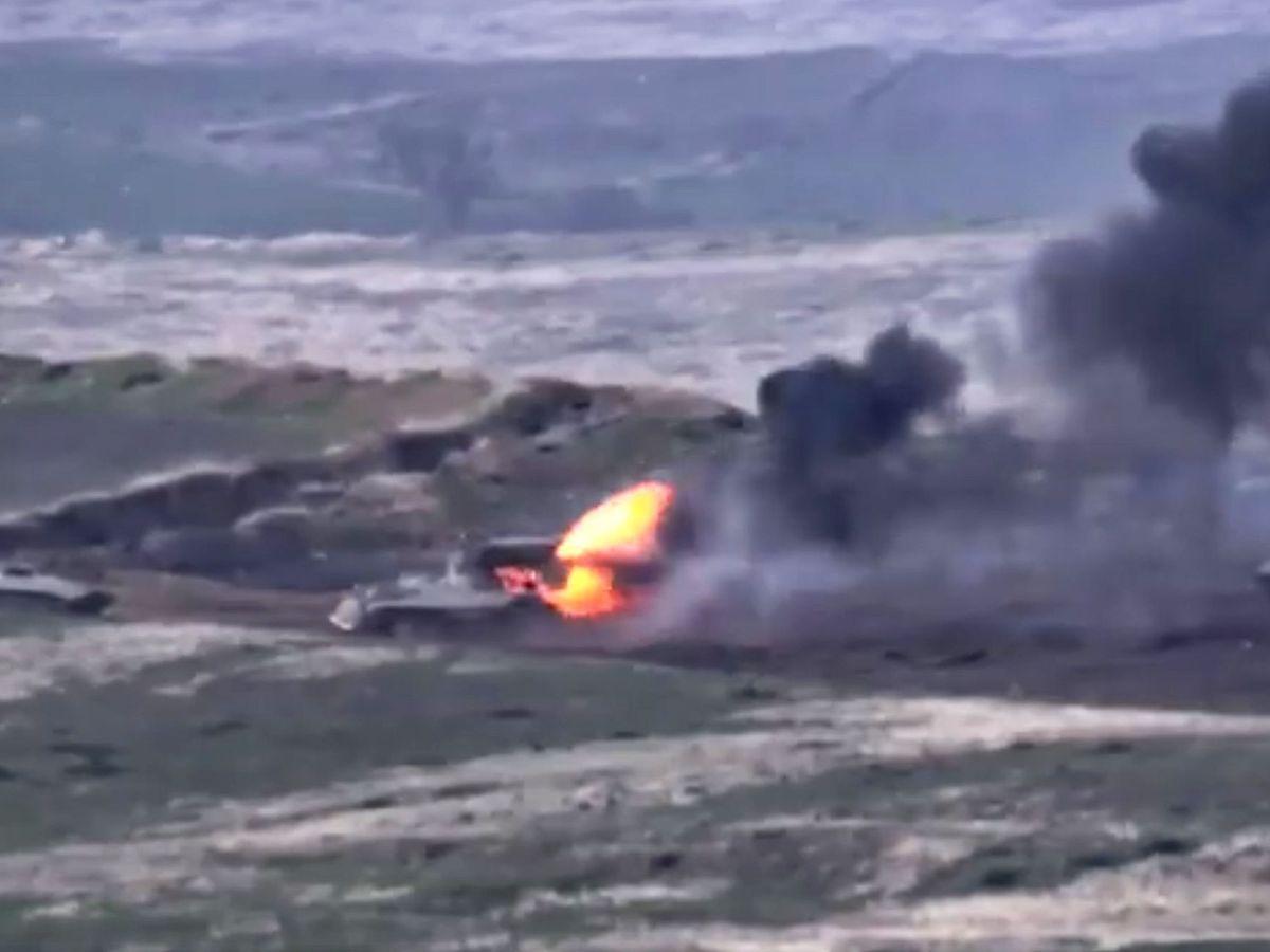 Foto: Captura de un vídeo distribuido por el Ministerio de Defensa de Armenia que recoge los combates en Nagorno Karabaj. (EFE)