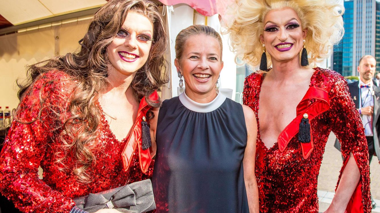Mabel de Holanda se desmelena como 'socialite' y se desdibuja como 'royal'