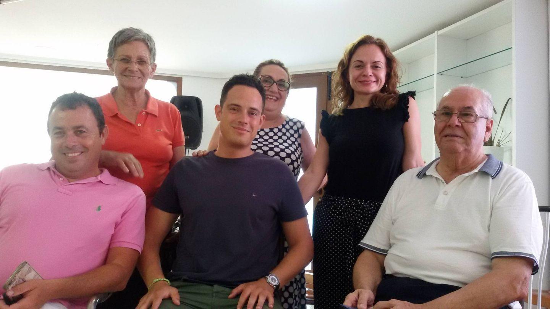Javier, Fina, Julio, Miguelina, Loreto y Antonio, en la sede del Partido Popular de Santa Pola. (V.R.)