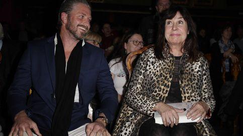 Carmen Martínez-Bordiú oficializa a su novio en la presentación del libro sobre su madre