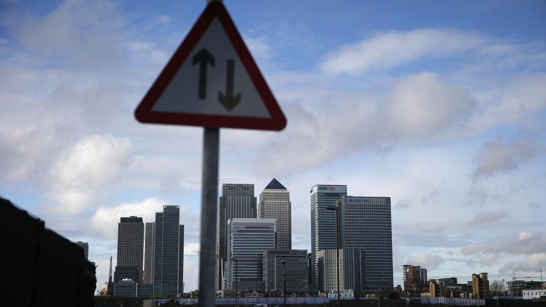 Foto: El distrito financiero de Canary Wharf, visto desde el este de Londres. (Reuters)