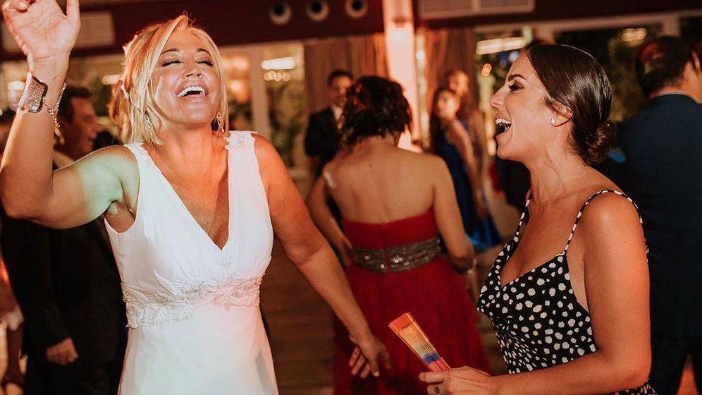 Foto: Belén Esteban y Anabel Pantoja bailan durante la celebración de la boda. (IG)