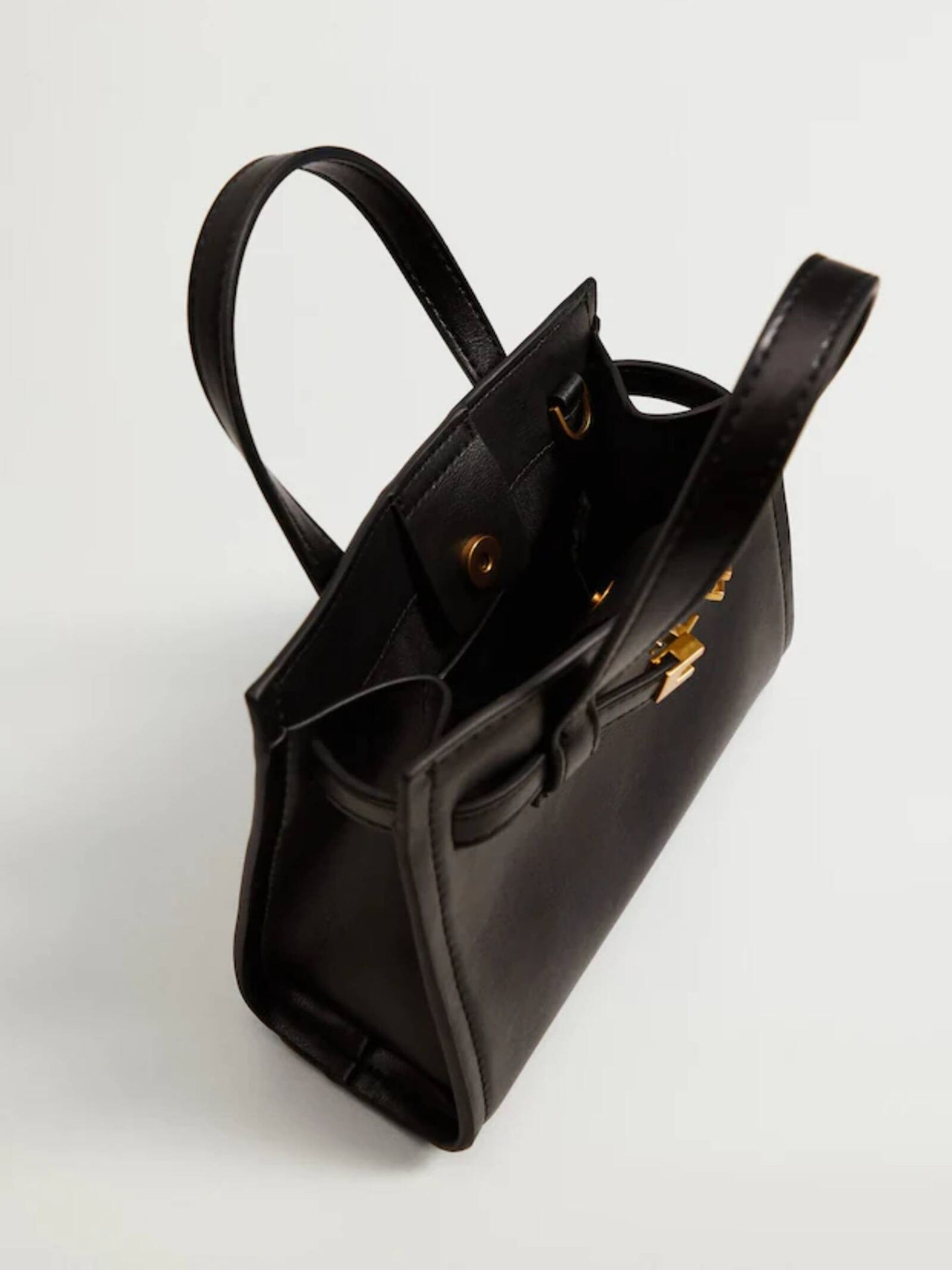 Bolso shopper mini de Mango ideal para llevar a diario. (Cortesía)