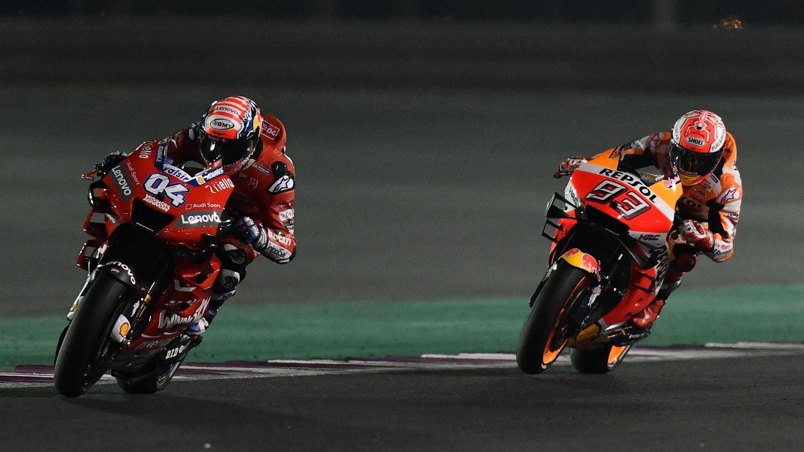 Foto: Dovizioso y Marc Márquez, frente a frente en el pasado GP de Qatar. (EFE)