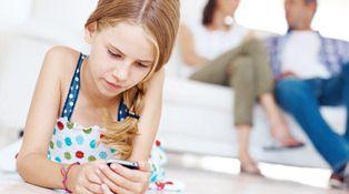 Desde que mi hija tiene móvil, rinde menos en el colegio