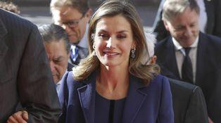 La Reina Letizia rescata un look de Varela para una situación delicada en Valencia