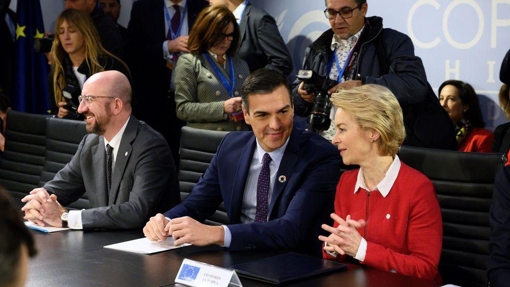Foto: Pedro Sánchez, junto a Charles Michel y Ursula von der Leyen.