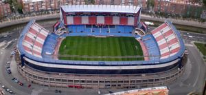 El Vicente Calderón alarga su vida hasta 2014, como mínimo