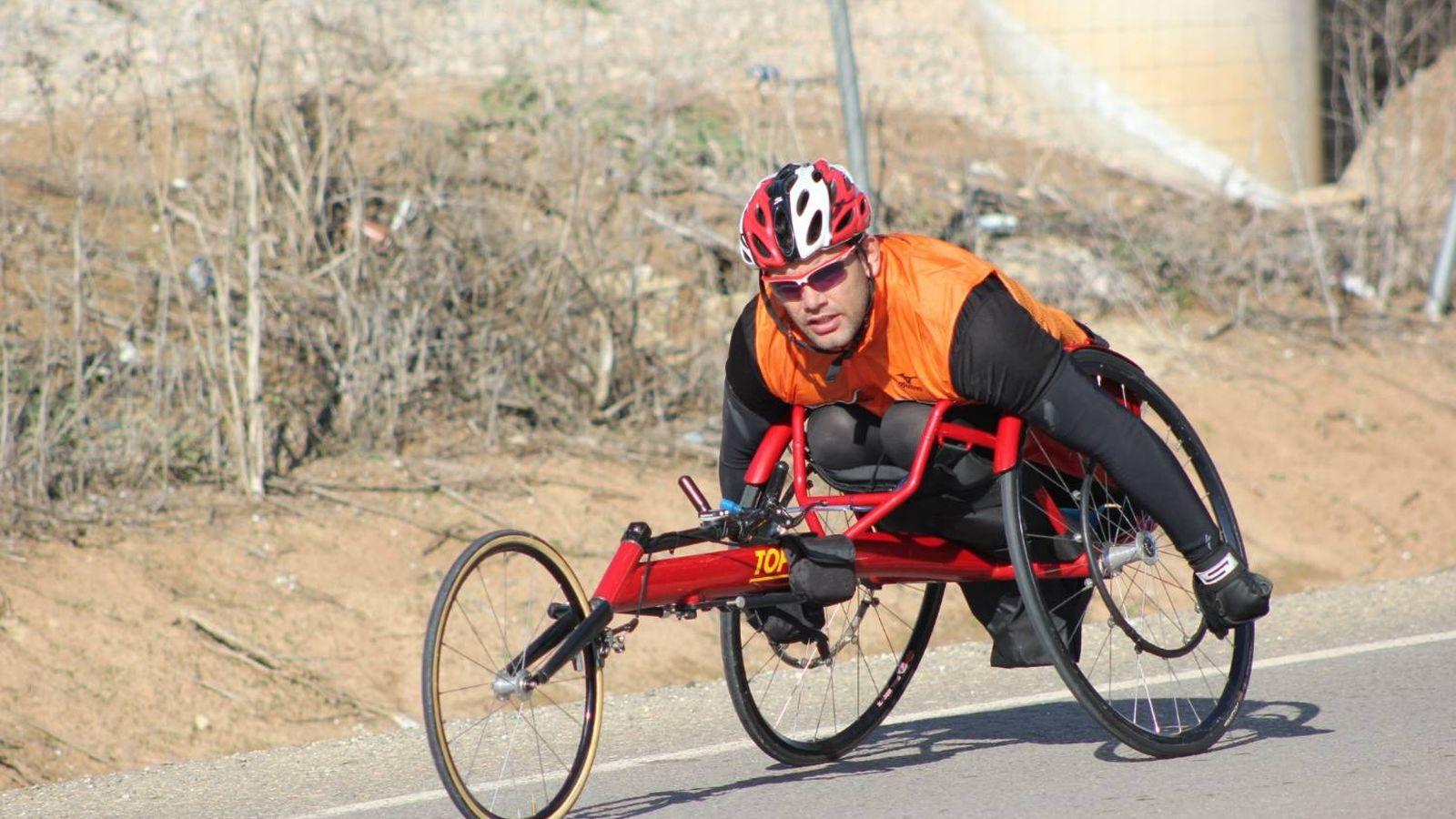 Foto: Cristóbal entrenando en su máquina (Foto: Samuel Ruiz).