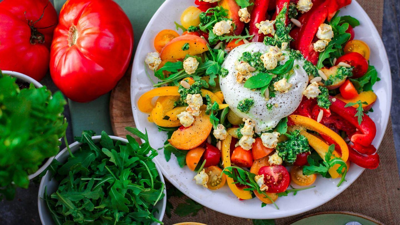 Platos ricos en antioxidantes con alimentos como tomates o pimientos (Unsplash)