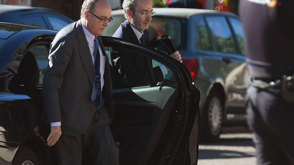 Foto: Luis María Linde, exgobernador del Banco de España, a su llegada a la Audiencia