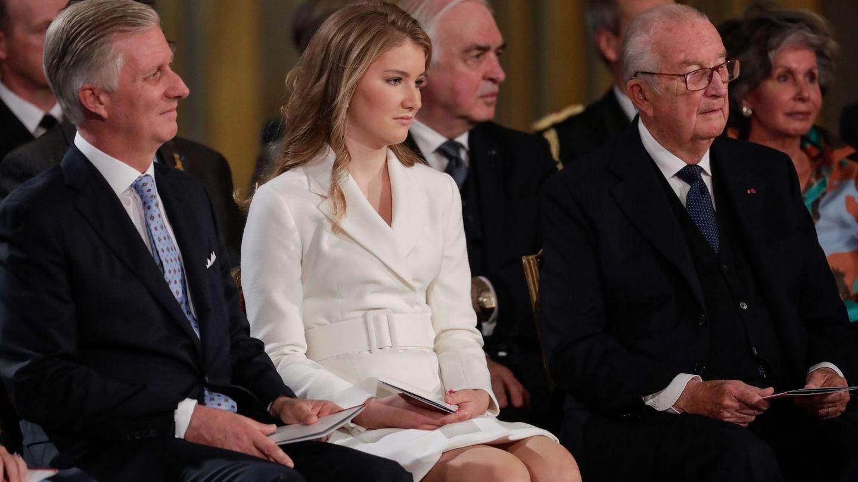 Alberto II con su hijo y su nieta. (Reuters)