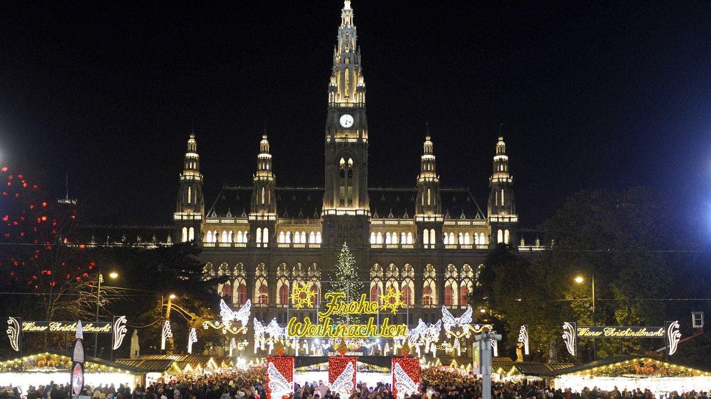 Mercado navideño frente al Ayuntamiento de Viena (EFE)