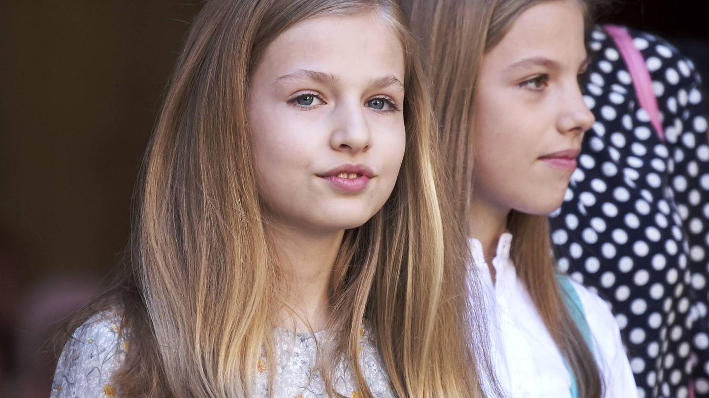 La princesa Leonor junto a su hermana Sofía durante la pasada misa de Pascua. (Getty)