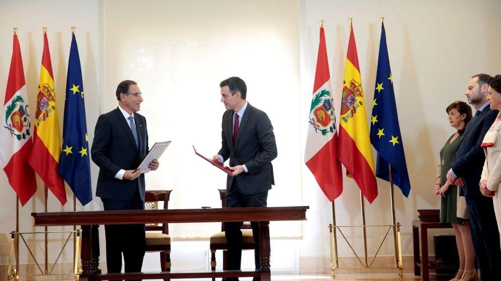 Foto: Pedro Sánchez recibe al presidente de Perú, Martín Vizcarra. (EFE)