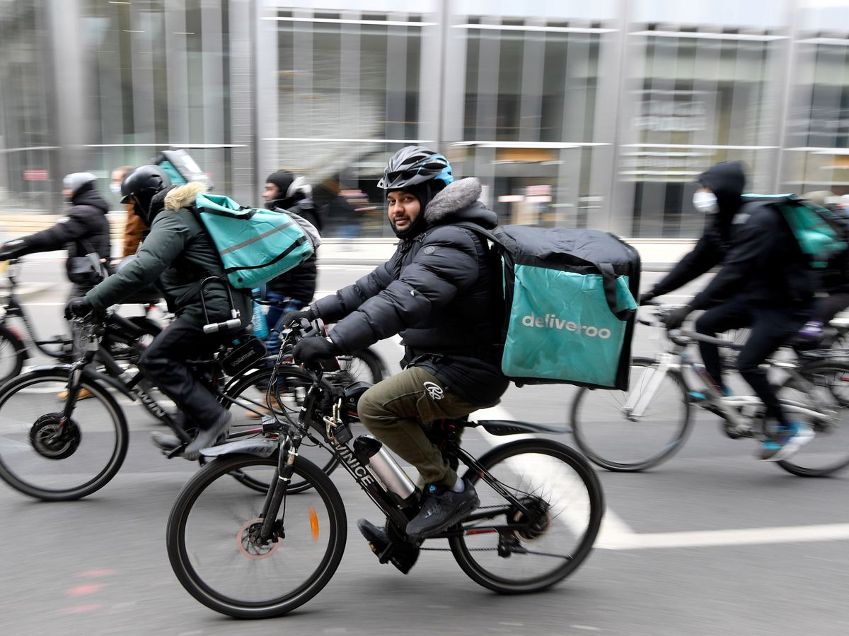 Foto: Repartidores de Deliveroo. (Reuters)