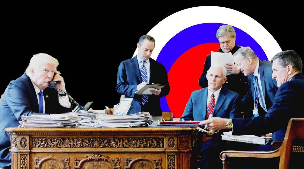 Foto: Trump, con antiguos miembros de su equipo durante una conversación con Putin, en el despacho oval. (Reuters)