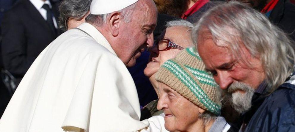 Foto: El Papa Francisco abrirá unas duchas y una peluquería para los sintecho (REUTERS)
