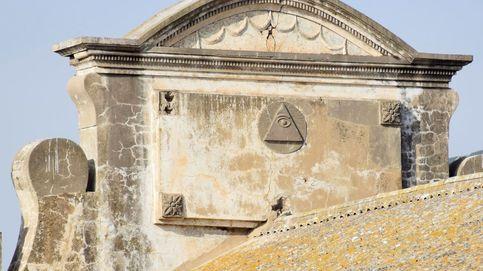 Localizan en Ceuta un escudo masónico colocado en un edificio militar en 1928