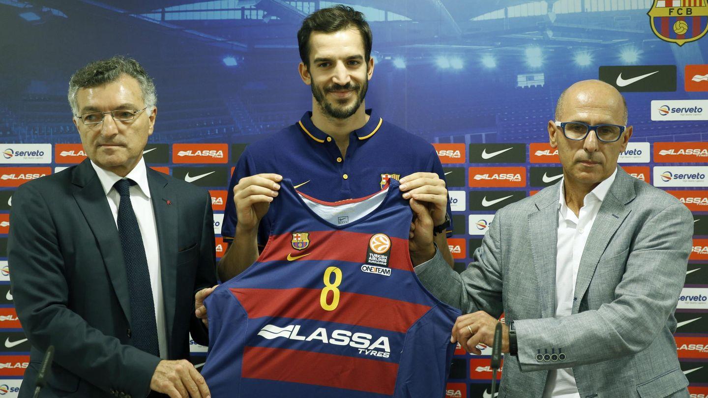 Joan Creus (i) está apartado del baloncesto desde que dejó la dirección deportiva del Barcelona en junio de 2016. (EFE)