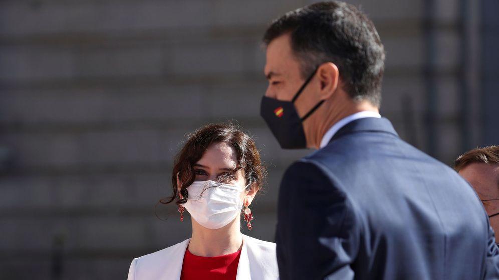 Foto: El presidente del Gobierno, Pedro Sánchez (d), junto a la presidenta de la Comunidad de Madrid, Isabel Díaz Ayuso. (EFE)