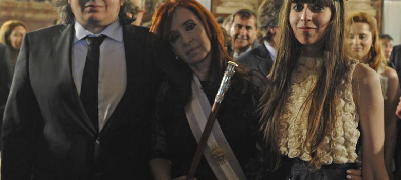 Foto: Máximo Kirchner junto a su madre, presidenta de Argetina, y su hermana Florencia después de que Cristina jurase su segundo mandato (Reuters).