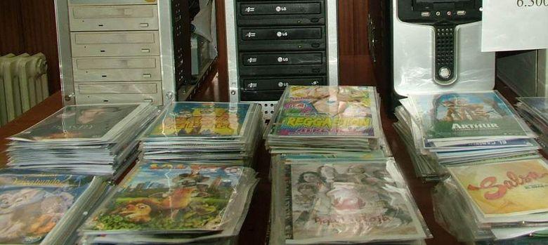 Foto: Productos confiscados a grupos que abastecen el 'top manta' (EFE)