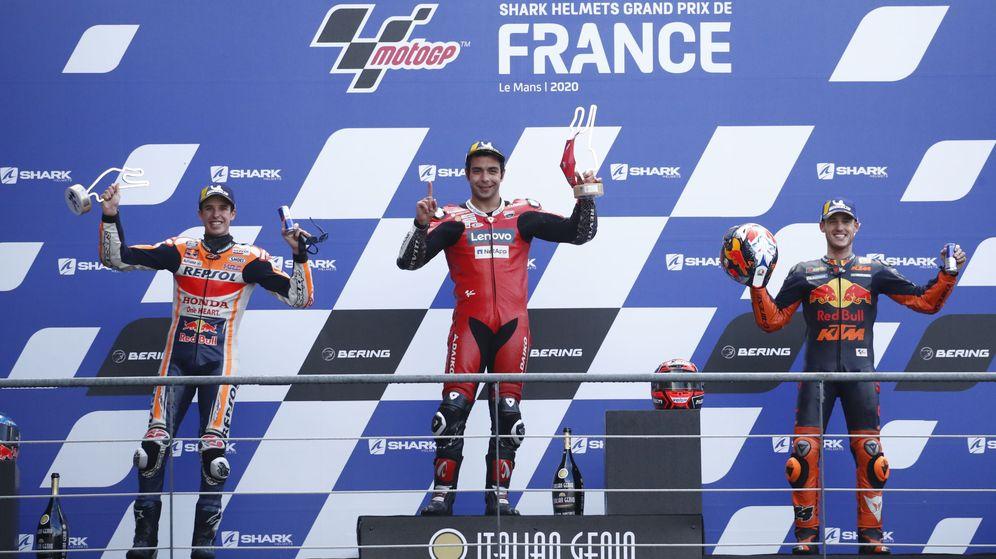 Foto: El podio del GP de Francia con Petrucci, Márquez y Espargaró. (Reuters)