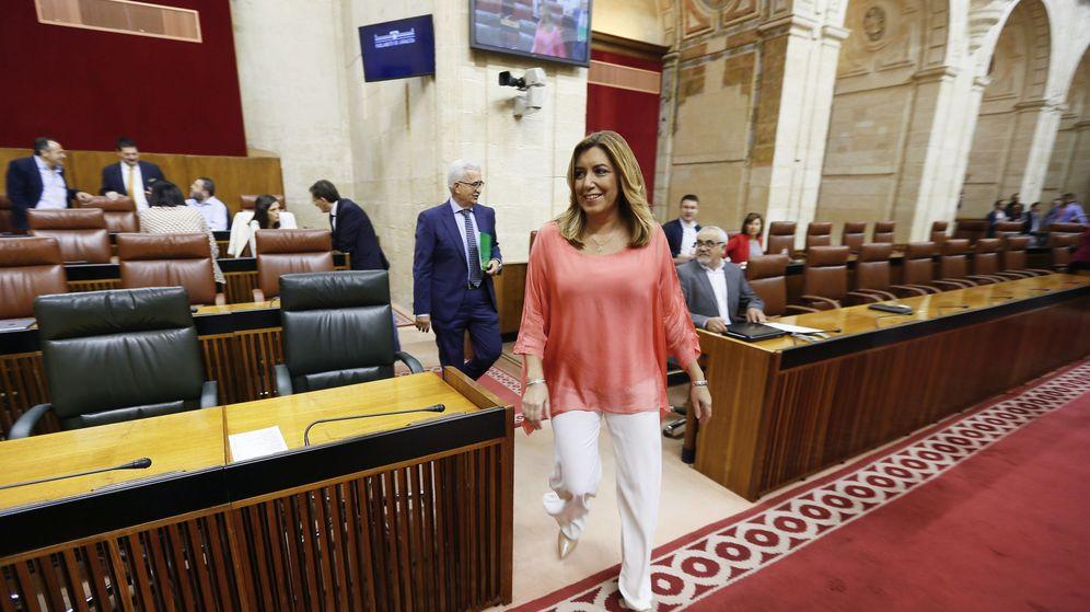 Foto: La presidenta de la Junta de Andalucía, Susana Díaz, a su llegada a la Cámara autonómica para el debate sobre el estado de la comunidad, el pasado 20 de octubre. (EFE)