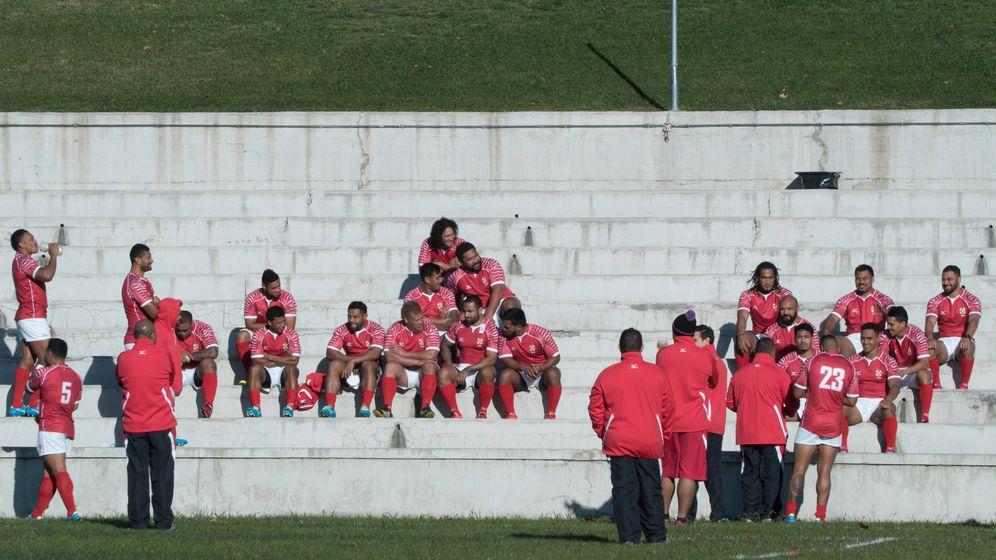 Foto: La selección tongana se prepara para una foto (Itxaso González)