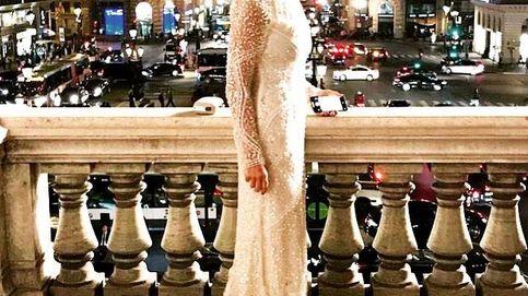Cristina Cifuentes posa con su look más parisino: así fue su paso por el Palais Garnier