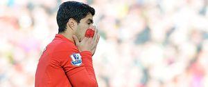 Foto: La FA castiga con 10 partidos de sanción a Luis Suárez por morder a Branislav Ivanovic