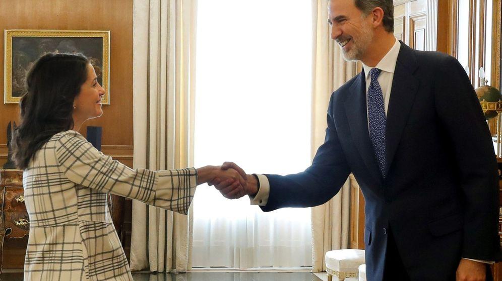 Foto: Felipe VI recibe a la portavoz de Ciudadanos, Inés Arrimadas. (EFE)