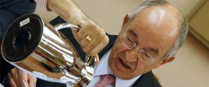 Foto: El exgobernador del BdE se convierte en el pensionista mejor pagado de España
