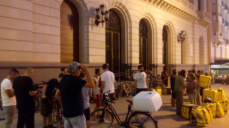 Concentración de los 'glovers' en Zaragoza (Foto cedida)