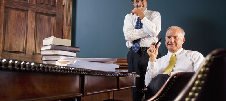Foto: Aunque la remuneración de los grandes despachos ha bajado se sigue ganando mucho dinero. (Corbis)