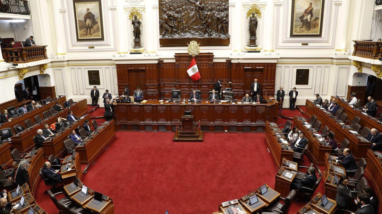Vista del interior del Congreso este lunes, en Lima (Perú). (EFE)