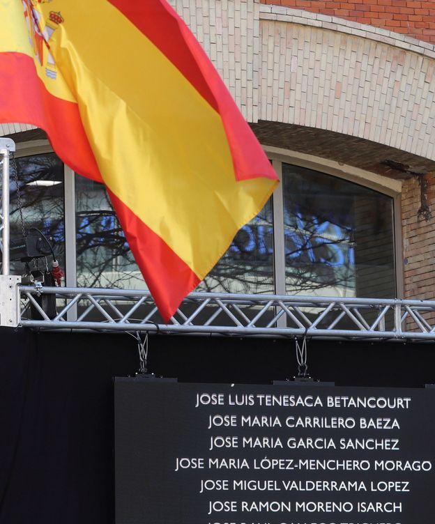 Foto: Una placa con los nombres de algunas de las víctimas del 11-M. (EFE)