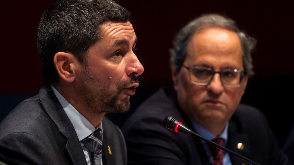 Foto: El presidente de la Cámara de Comercio de Barcelona, Joan Canadell, acompañado por el presidente de la Generalitat, Quim Torra. (EFE)
