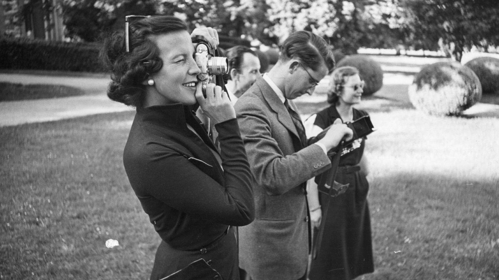 Foto: La princesa Lilian toma una foto al lado de Balduino en 1950. (Getty)