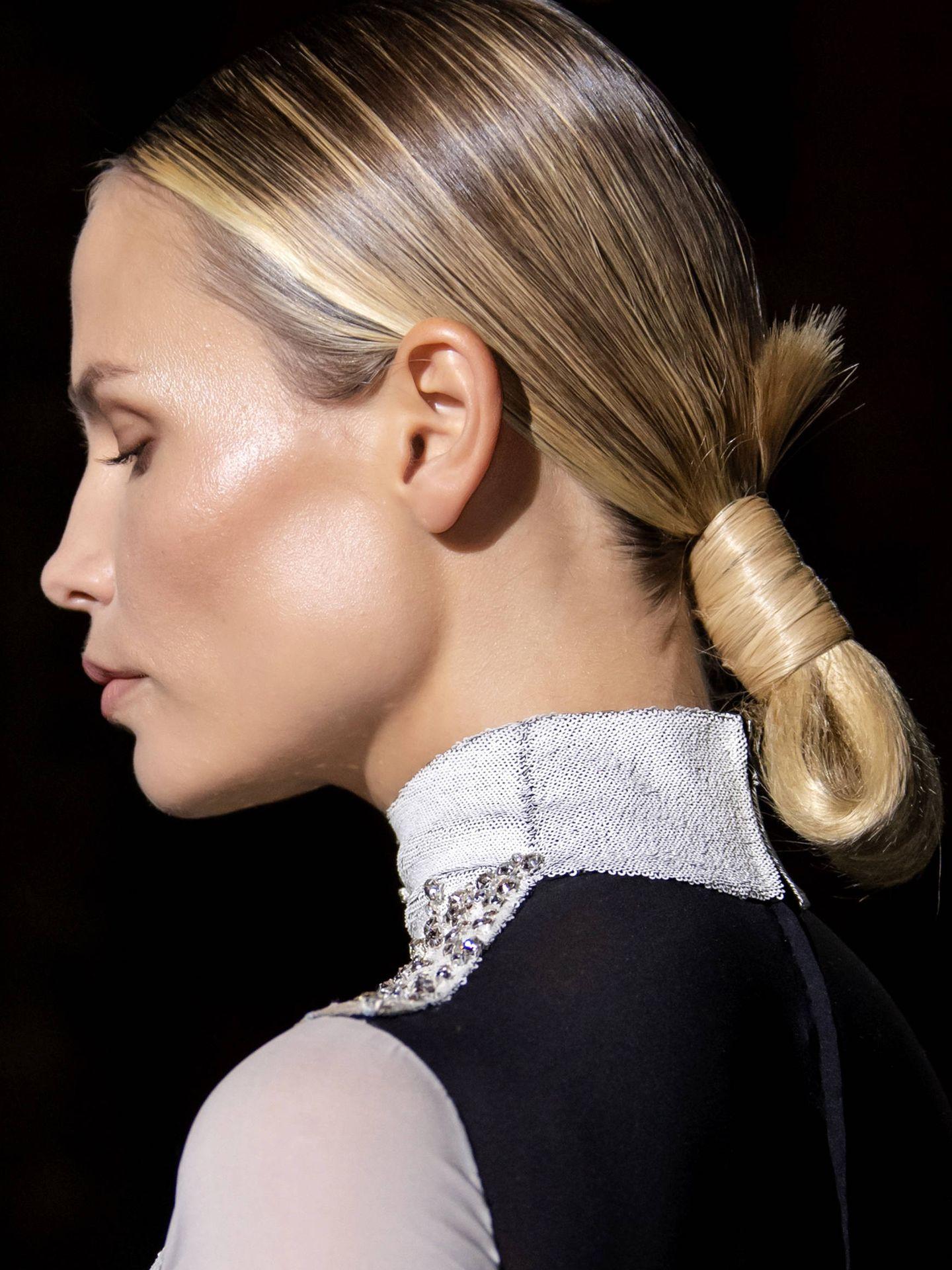 Los peinados pulidos potencian el brillo del cabello. (Imaxtree)