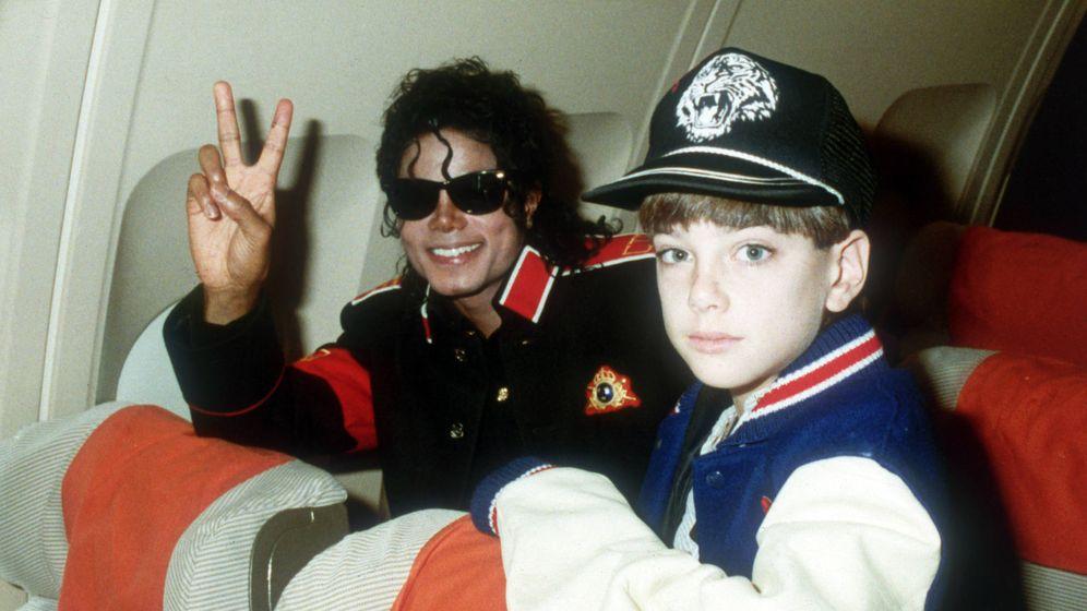 Foto: Michael Jackson y Safechuck. (HBO)