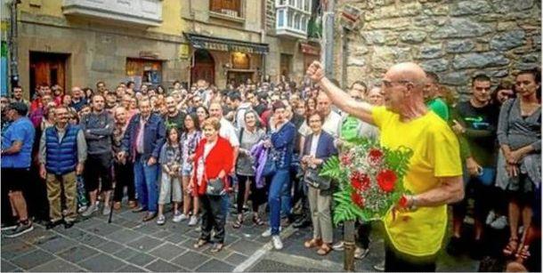 Foto: Recibimiento el pasado 5 de julio en Vitoria al etarra José Ramón López de Abetxuko tras cumplir 29 años de condena en la cárcel. (EC)